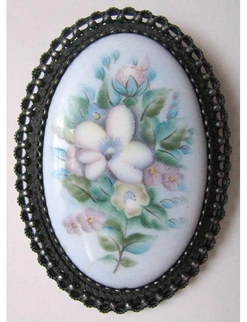 Brooch enamel with flowers