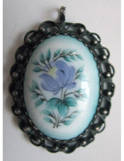 Pendant enamel with flowers